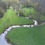 Vue sur la rivière du viaduc de st georges le gaultier