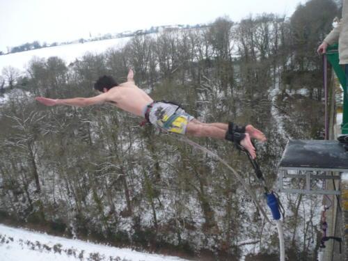 Saut à l'élastique sous la neige !